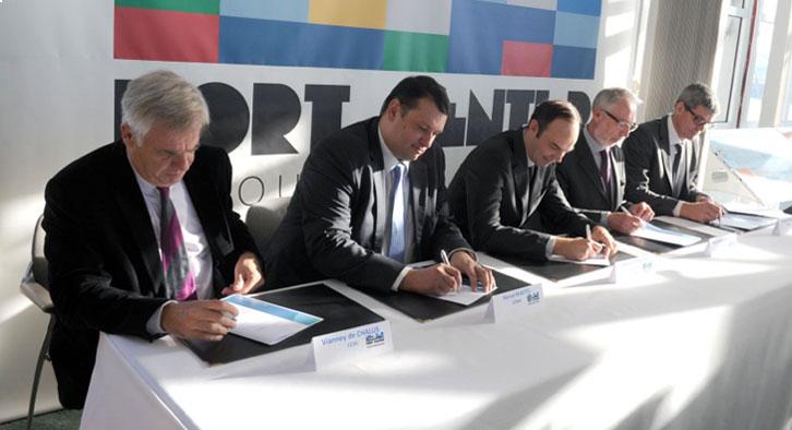 Les cinq partenaires institutionnels ont signé la charte qui lie désormais Le Havre au réseau des Port Centers.